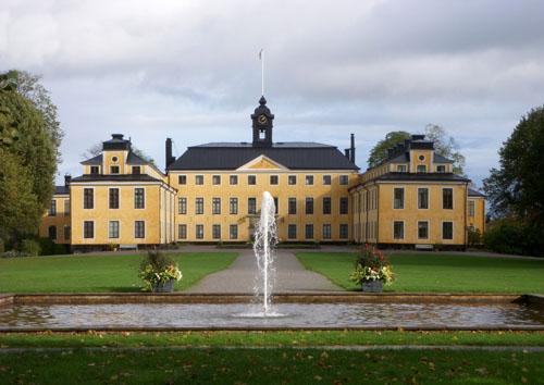Ulriksdals_slott_väst_2011a