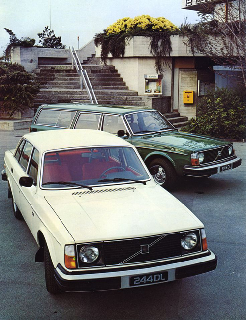 1978 - Volvo 244 DL and 245 DL at Le Lacustre Restaurant on Quai Jean-Pascal Delamuraz in Lausanne Switzerland