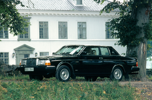 1981 - Volvo 262C at Råda säteri on Säteriallén in Mölnlycke
