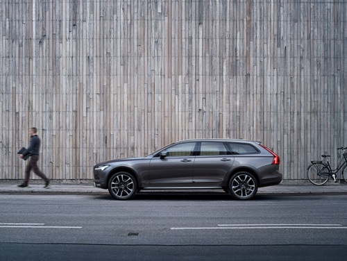2016 - Volvo V90 Cross Country at the corner of 42 Amaliegade and Toldbodgade in Köpenhamn, Denmark