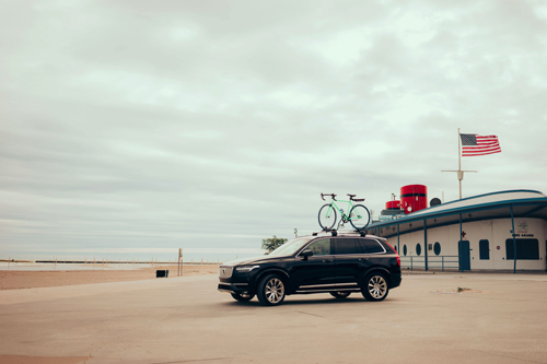2016 - Volvo XC90 at North Avenue Beach in Chicago, USA