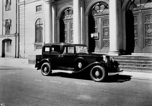 1930 - Volvo PV651 in front of Börsen in Göteborg