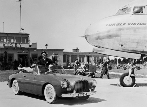 Volvo P1900 Sport at Gotland Visby Airport.jpg
