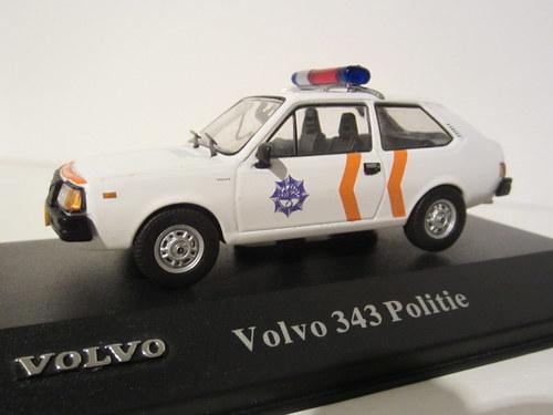 042 - Volvo 343 Politie