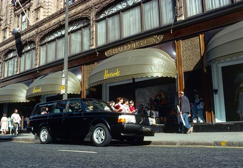 1984 - Volvo 240 Turbo - Harrods at 102 Brompton Road - London UK