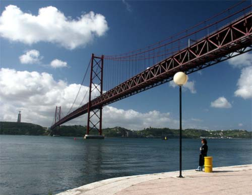 2013 - 25 de Abril Bridge in Lisboa Portugal (Google Streetview)