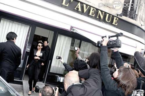 2012 - Rihanna leaving Restaurant L'Avenue in Paris