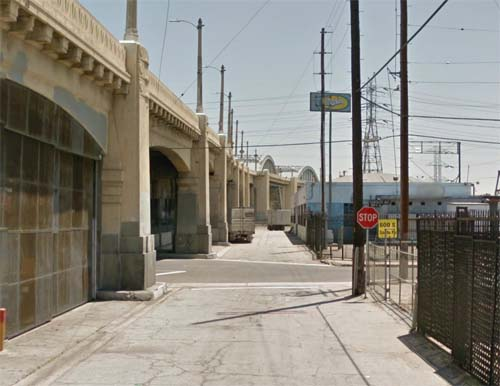 2013 - Santa Fe Avenue (near East 6st Street) in Los Angeles USA (Google Streetview)