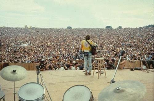 1969 - Woodstock Festival in  Bethel, 69 km southwest of the town of Woodstock, New York.