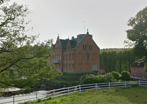 2013 - Gåsevadholms slott at Gåsevadholmsvägen in Kungsbacka (Google Streetview)