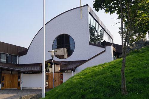 2014  - Glöstorpskyrkan on Tuve Torg on Hisingen, Göteborg (Wikimedia)