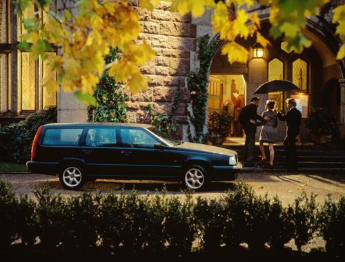 1993 - Volvo 850 GLT at Tjolöholm Slott in Kungsbacka.