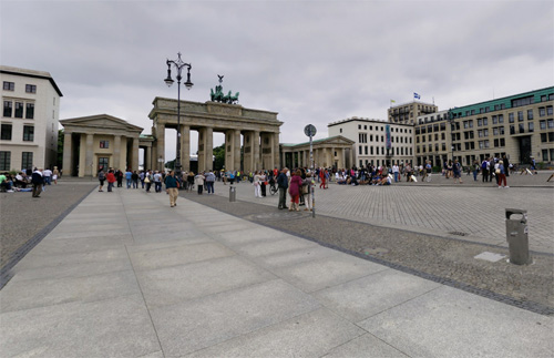 2016 - Brandenburger Tor at Pariser Platz in Berlin (Google Streetview)