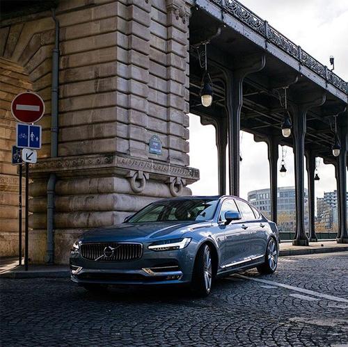 2016 - Volvo S90 at Pont de Bir-Hakeim in Paris