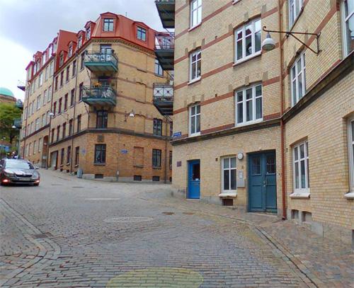 2016 - Klädpressaregatan  in Göteborg (Eniro)