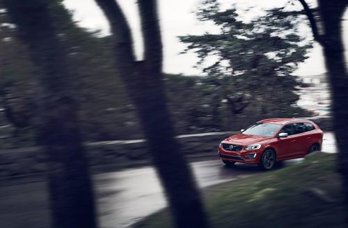 2015 – Volvo XC60 R-Design