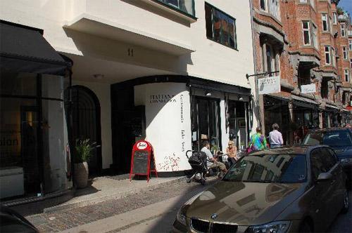2016 - Restaurant Italian Connection on Store Strandstræde 11 in København