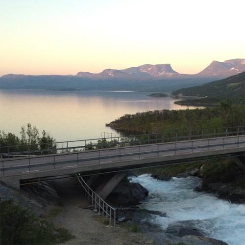 22016 - Bridge on E10 near Silverfallet in Raksjåkka in Björkliden with Lapporten in the background (Instagram)