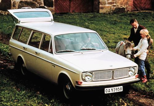 1968 - Volvo 145 at Bosjökloster in Höör in Skåne