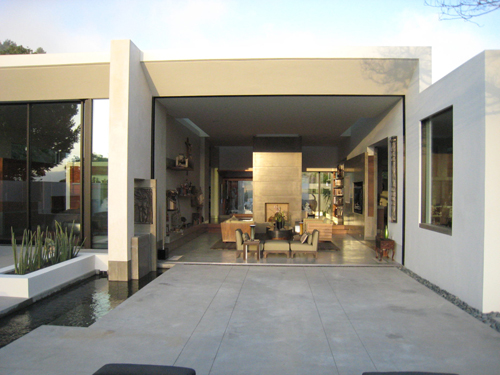 2009 - The Pasadena House on Heatherside Rd in Pasadena, USA. (Photography by Eric Butler Design.)